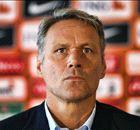 Chaos compleet; Van Basten stapt op