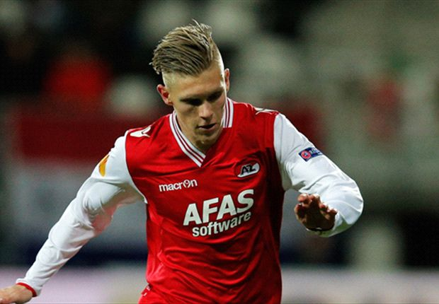 Aron Johannsson scores to help AZ to victory, goes off injured