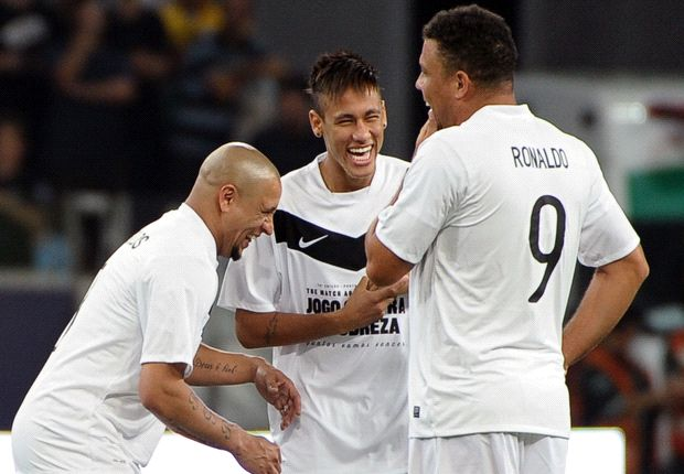 Roberto Carlos: Senior players must help Neymar