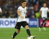 Özil luistert niet naar fans