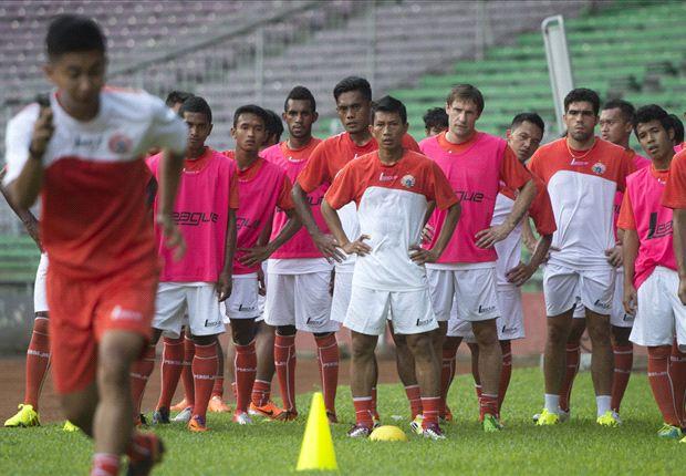 Persija menaklukkan PS Badung, 2-0, pada uji coba di Lapangan Samudra Kuta, Bali, Kamis (27/3).