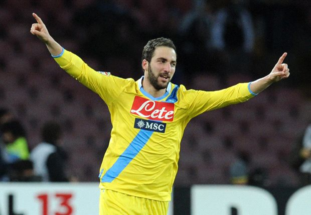 Higuain more complete than Cavani, says Batistuta