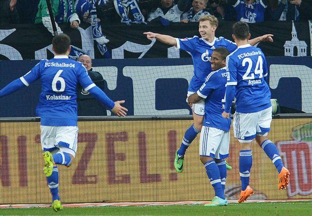 Max Meyer bejubelt sein Tor für Schalke