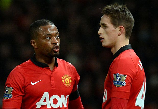 Evra: Manchester United players are behind Moyes