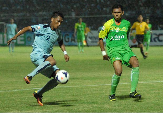 Persela menjamu Persebaya Surabaya pada laga kandang perdana mereka di ISL 2014.