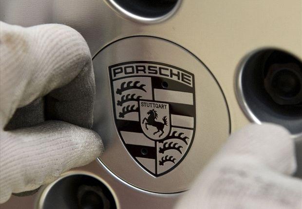 Vandals attack Lewandowski's Porsche