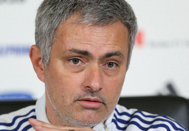 'He loves to look at Chelsea' - Mourinho hits out at Wenger's 'failure' jibe