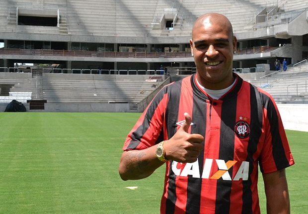 Adriano joins Atletico Paranaense
