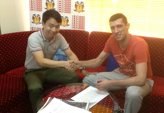 Durica Zuparic shaking hands with team manager Nicholas Low after signing his contract.
