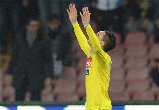 Jose Maria Callejon bejubelt seinen Treffer zum 1:0
