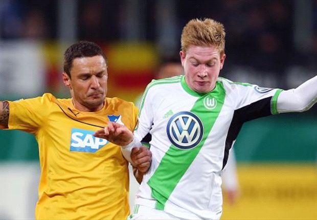 Wolfsburgs De Bruyne im Zweikampf mit Hoffenheims Sejad Salihovic