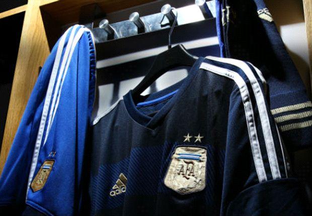 La camiseta alternativa de Argentina será de un azul oscuro.