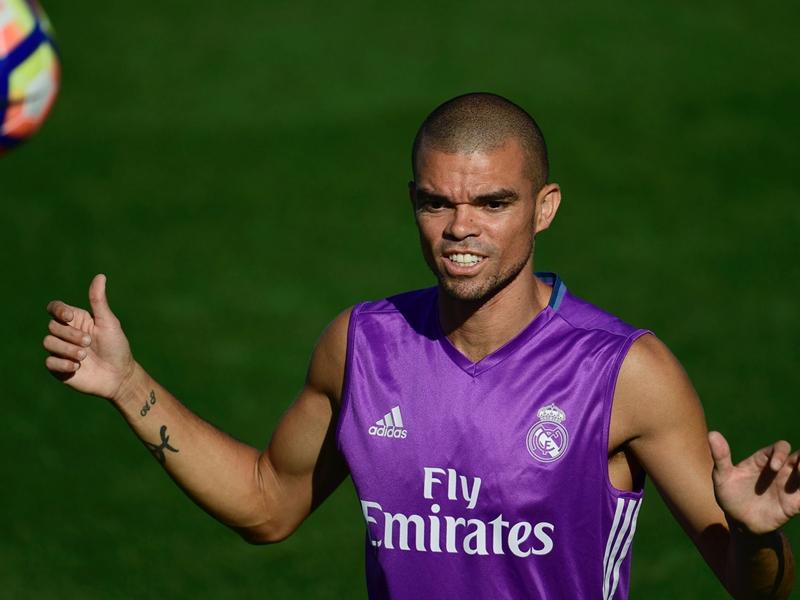Difesa a parametro zero: Thiago Silva più lontano, Pepe alla Juventus?