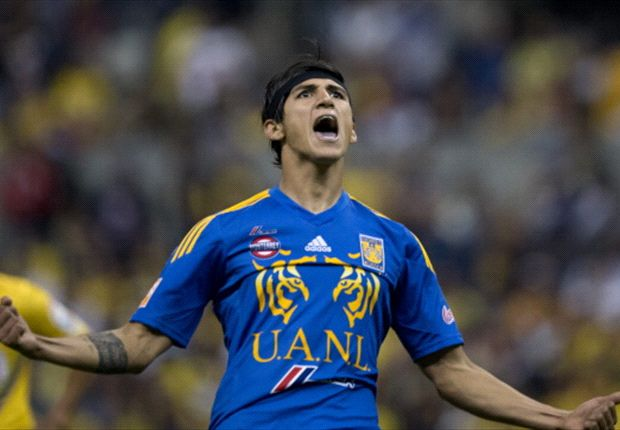 Report: Mexico striker Pulido nearing Olympiakos