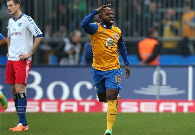 Domi Kumbela, dreifacher Torschütze für Eintracht Braunschweig gegen den Hamburger SV