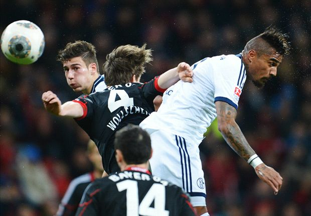 Huntelaar bezorgt Schalke knappe zege