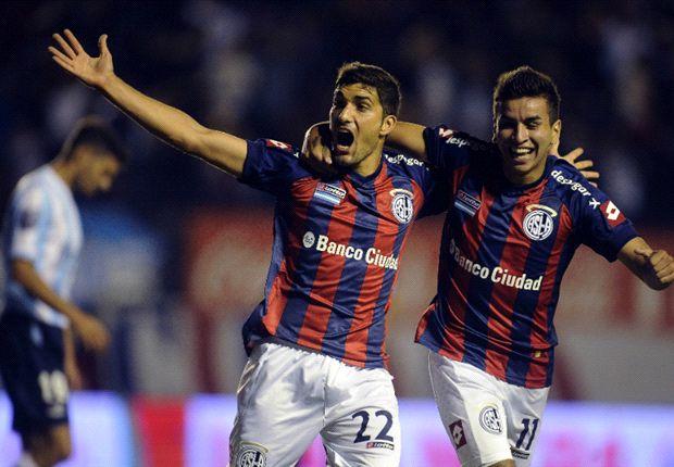 Blandi festeja su primer gol con la camiseta de San Lorenzo.