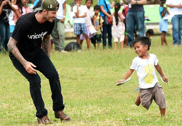 Gallery: Beckham visits Typhoon Haiyan survivors
