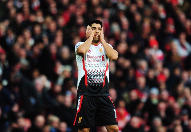 Liverpool muere en la telaraña del Arsenal y Howard Webb