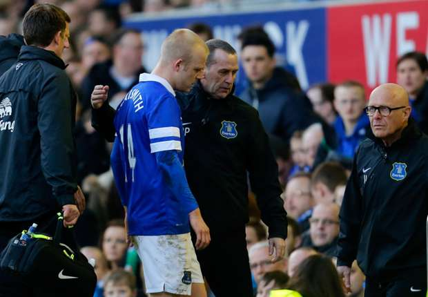Everton monitoring Naismith concussion