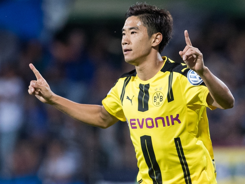Kagawa snubs transfer rumours and hopes to regain Dortmund spot