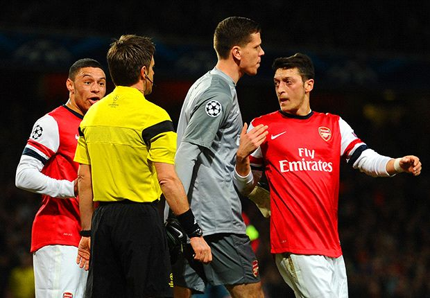 Ozil not accepted by Arsenal team-mates, claims Ballack