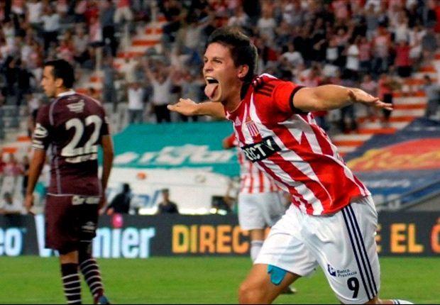 Carrillo marcó los dos goles de Estudiantes.