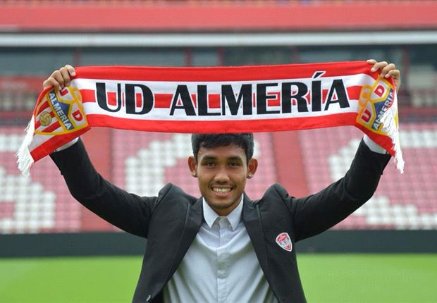 Teerasil officially signs Almeria contract