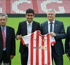 Teerasil Dangda chính thức ký hợp đồng với Almeria
