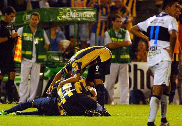 Así festejó Central. Ante 30 mil personas venció 3-1 a Gimnasia en Arroyito.