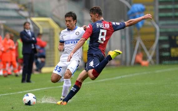 Cagliari's Danilo Avelar and Inter defender Yuto Nagatomo (L)