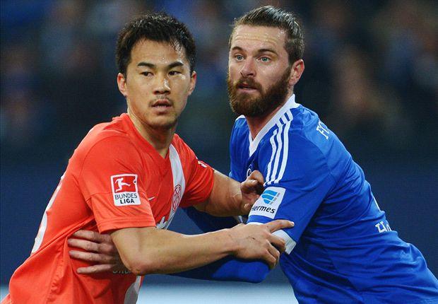 So eng wie auf dem Bild war die Partie zwischen Schalke und Mainz