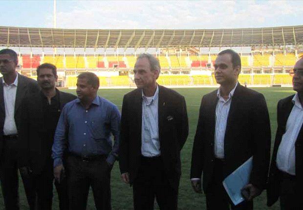Inaki Alvarez with Goa Football Association President Shrinivas Dempo