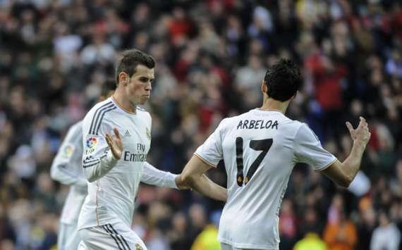 Real Madrid's Gareth Bale (L)