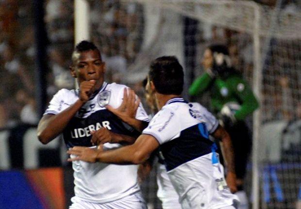 Correa celebraba su gol al minuto, pero salió con una severa lesión