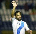 لاعب جواتيمالي يتلقى خبرًا صادمًا في الملعب