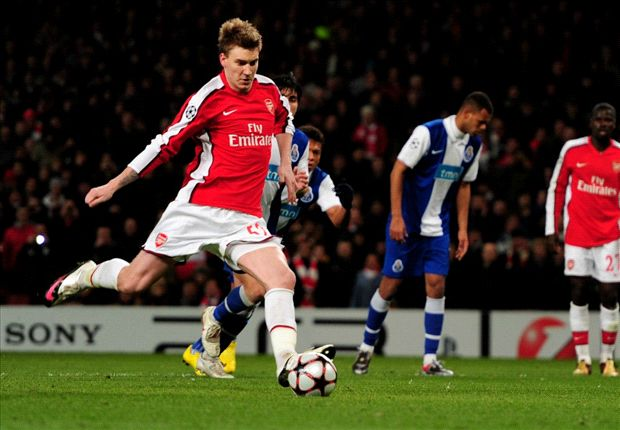 Nicklas Bendtner reclama más minutos en el Arsenal