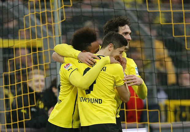 Bij vlagen flitsend Dortmund voorbij Nürnberg