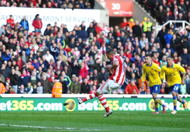 Wenger: Stoke penalty was a gift from the referee