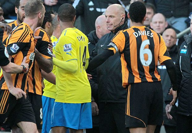 Newcastle manager Pardew sent off for clash with Meyler