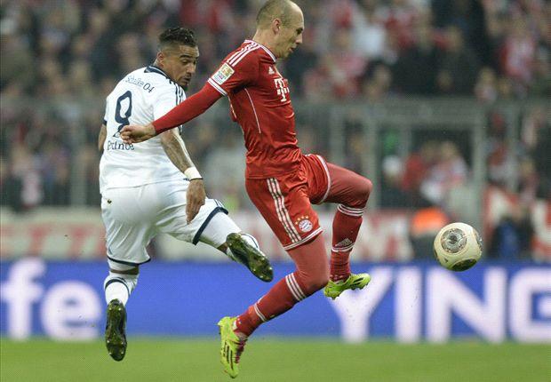 Robben kreeg diverse tikken te verduren tegen Schalke