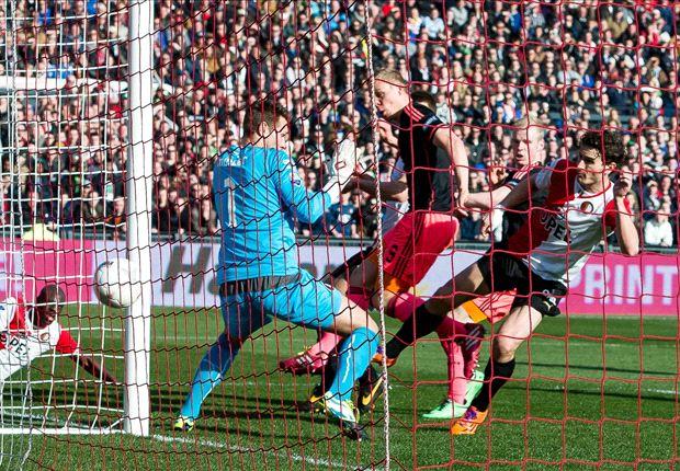 Ajax neemt in De Kuip voorschot op titel