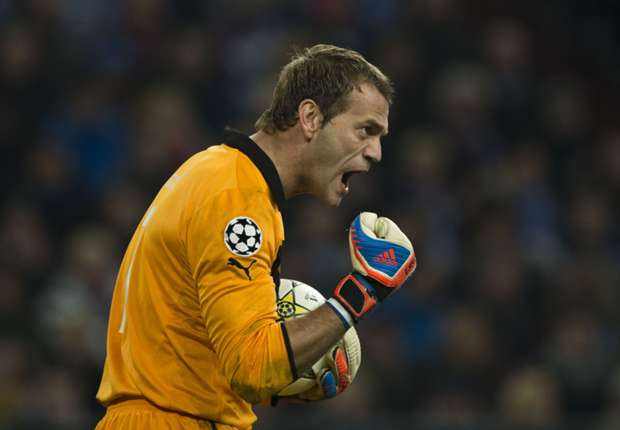 Manchester United lack fight, blasts Olympiakos goalkeeper Carroll