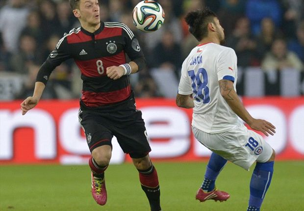 Bierhoff bemused by boos for Ozil during Chile clash