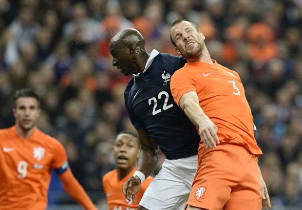 Netherlands can win World Cup despite weak defence, says Vlaar