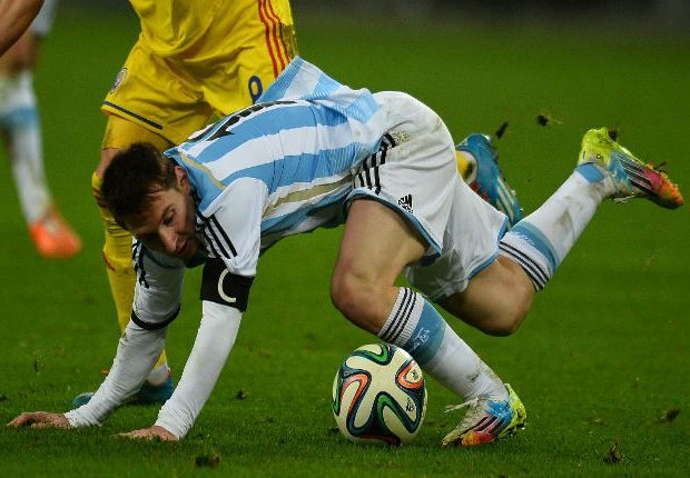 Messi plays down vomiting fears