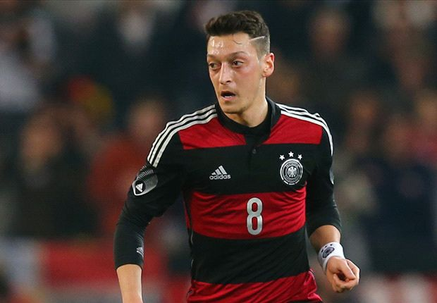 Bierhoff defends Ozil over Germany boos