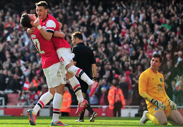 Arsenal 4-1 Everton: Late Giroud double books semi-final spot