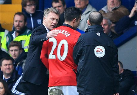 Van Persie talking himself out of Manchester United ... but Moyes must persist for now