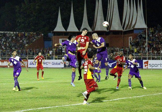 Semen Padang tertinggal dari Persita 1-0 di babak pertama.